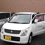 訪問の車は女性に優しいコンパクトカーを採用!